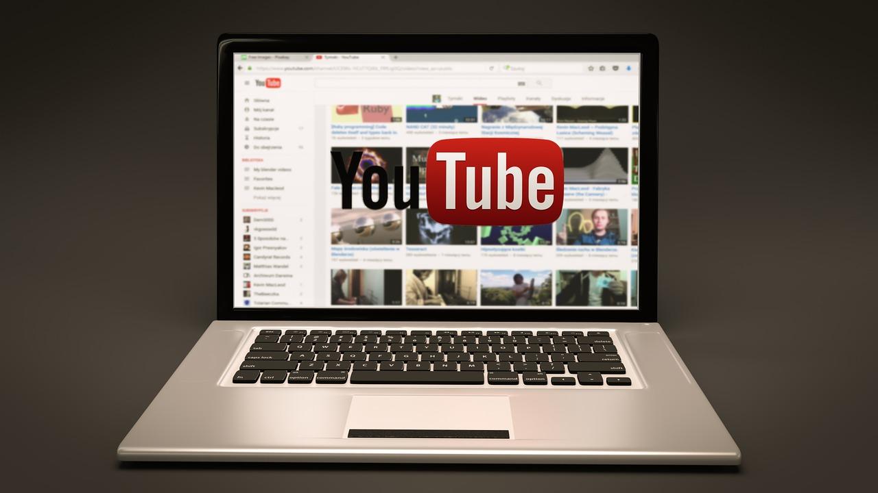 Gambar Laptop dan YouTube