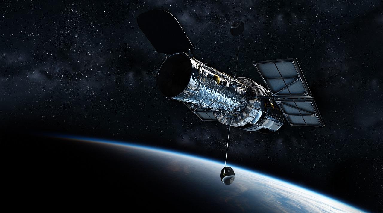 Gambar Sebuah Satelit yang sedang mengorbit di Luar Angkasa