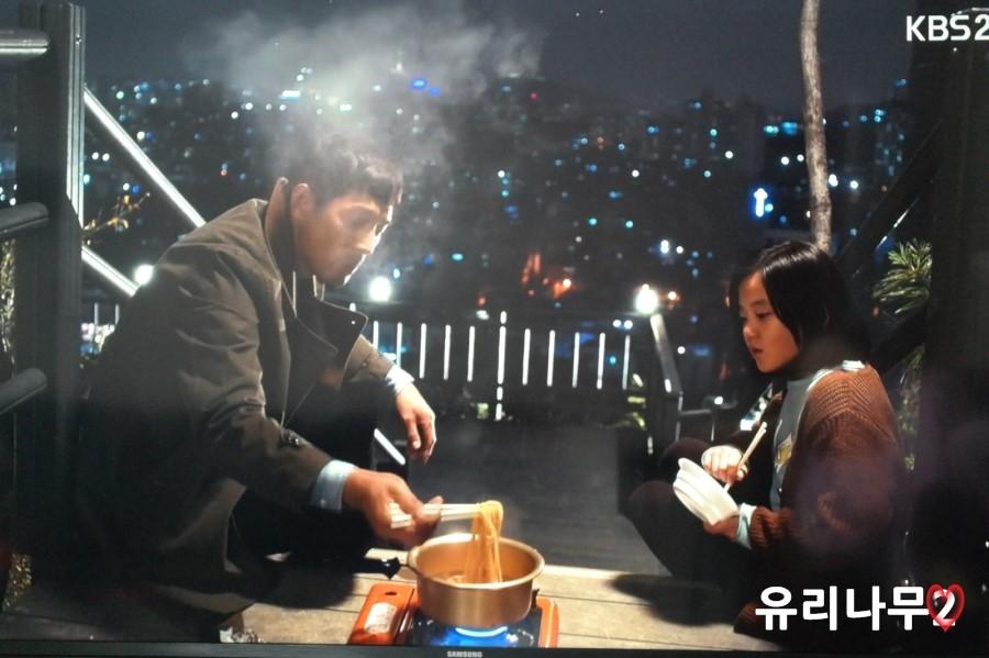 Geum-Bi and his suddenly dad, Mo Hwi-Chul via soompi
